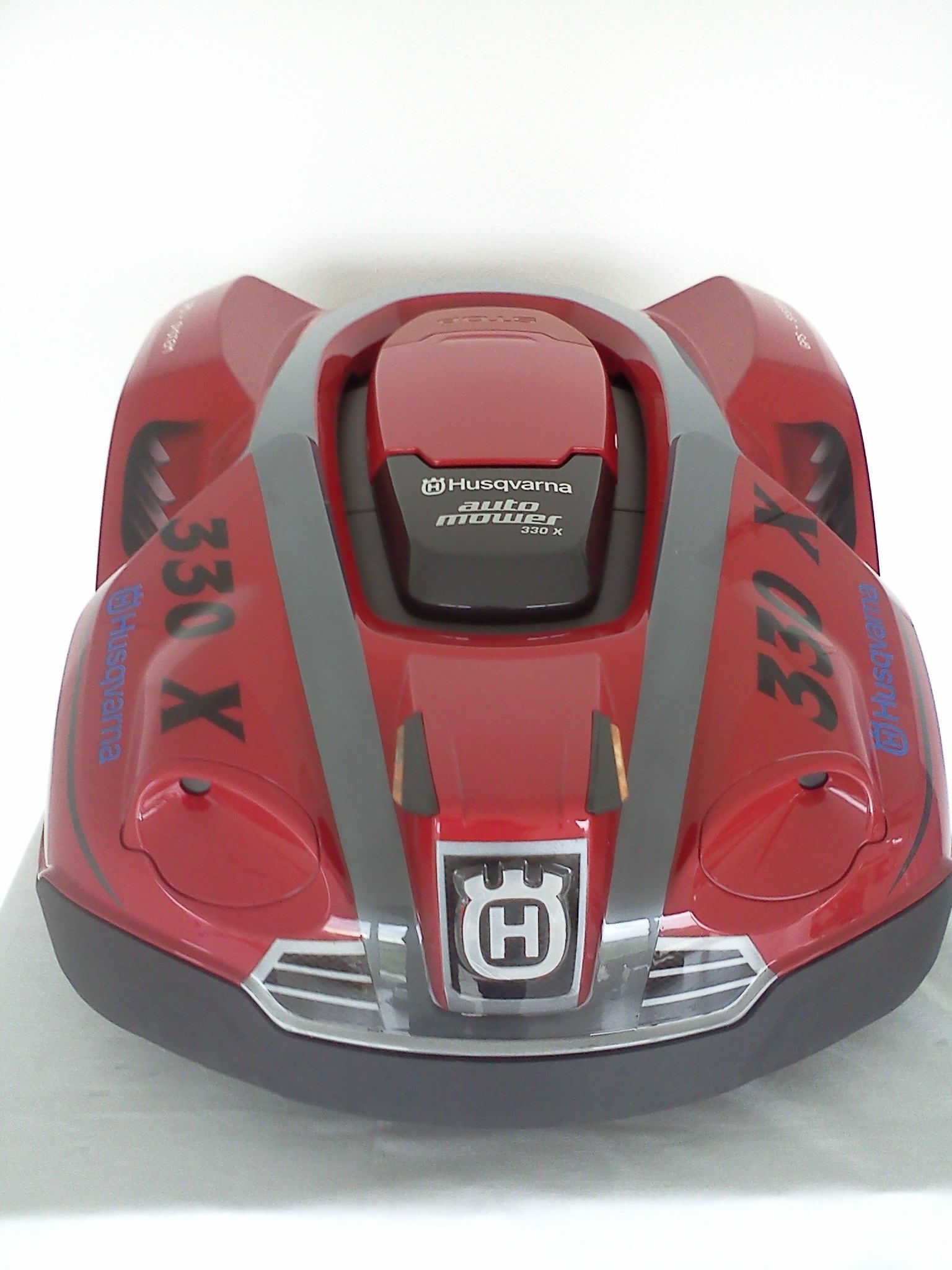 automower 330 x - red edition von vorne